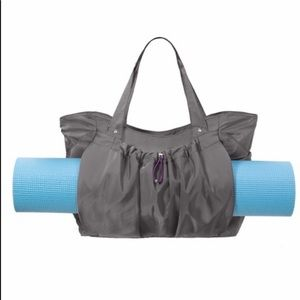 Baggallini gym bag / overnight tote
